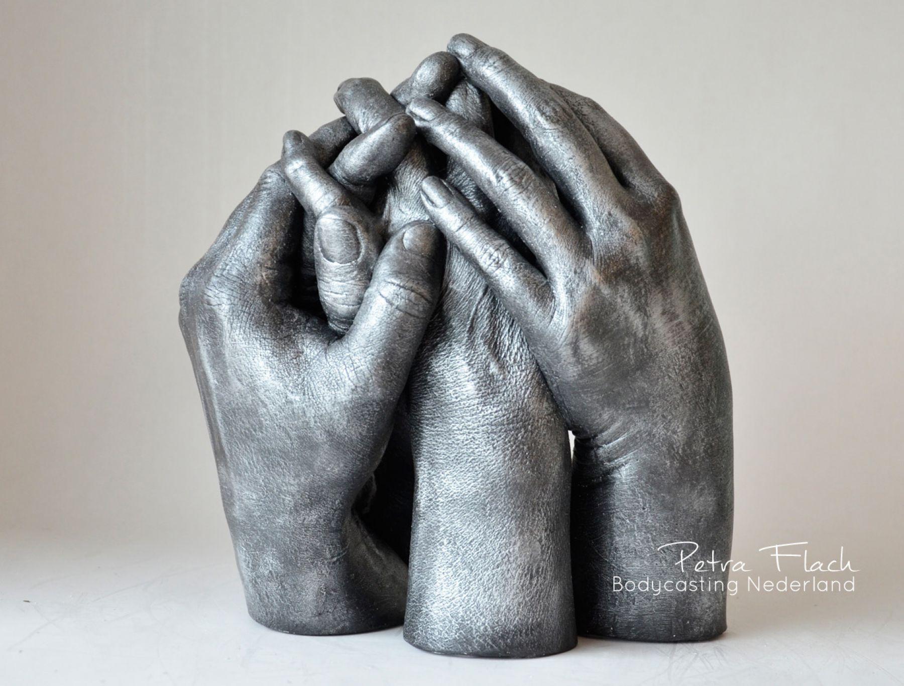 Bodycasting-lifecasting-handbeeld-handen-kunst-art-3Dkunst-gipshanden-handafdruk-petraflach