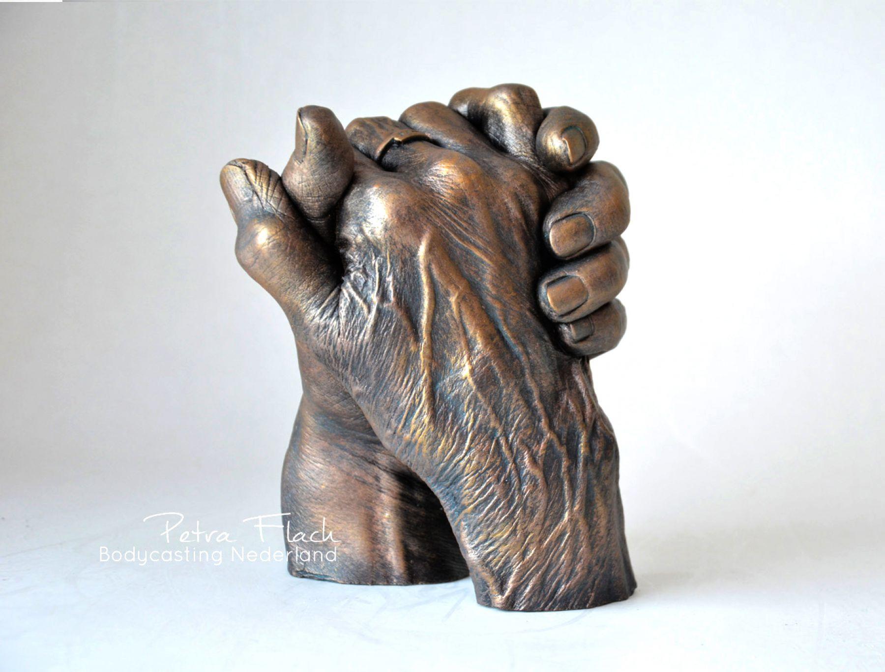 Bodycasting-lifecasting-beeld-handen-details-hands-artwork-pieceofart-kunstwerk-petraflach-handafdruk-aders-patina
