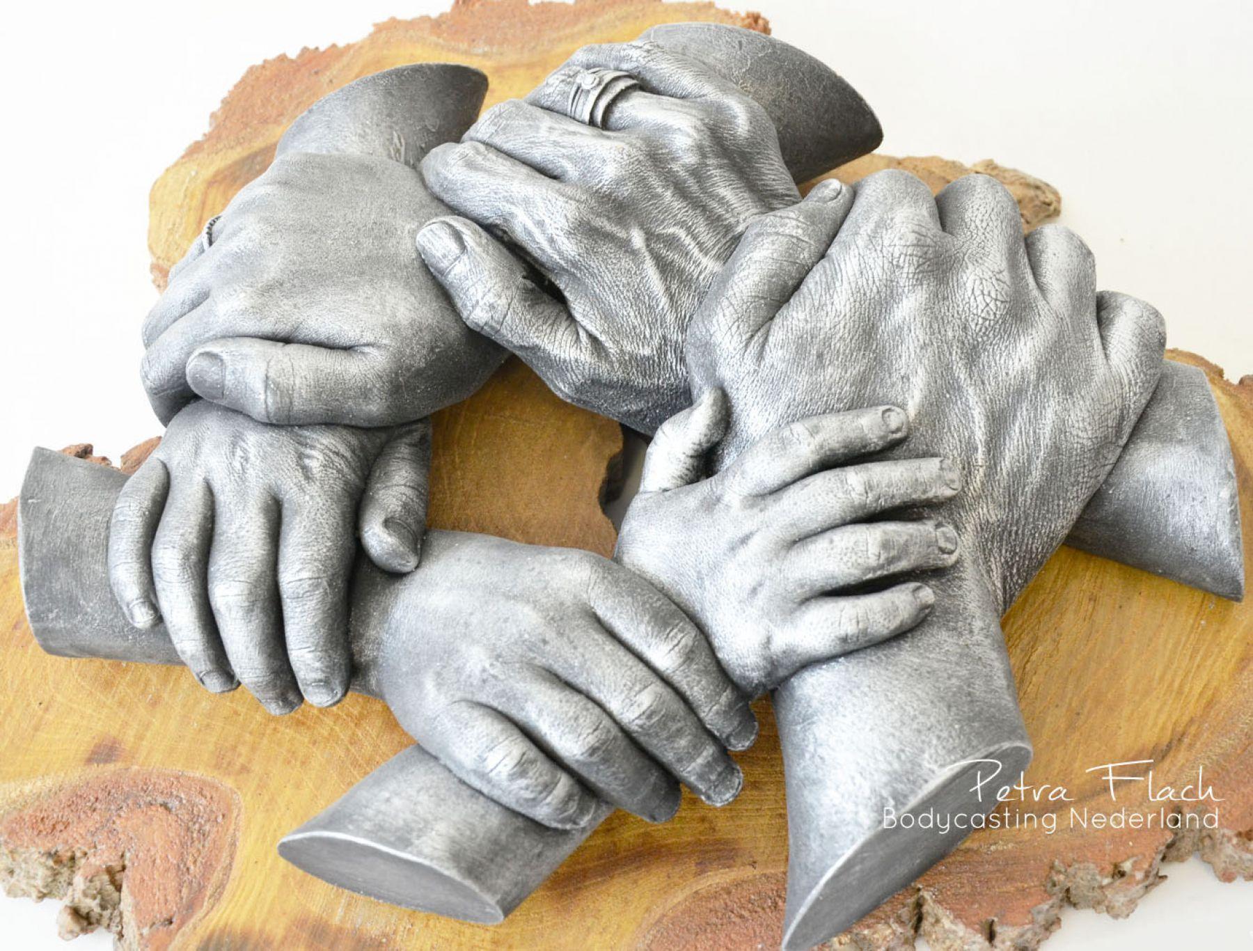 Bodycasting-lifecasting-handen-krans-Handbeeld-3d-hand-afdruk-gipshanden-handen in gips of hars-handbeeld.jpg