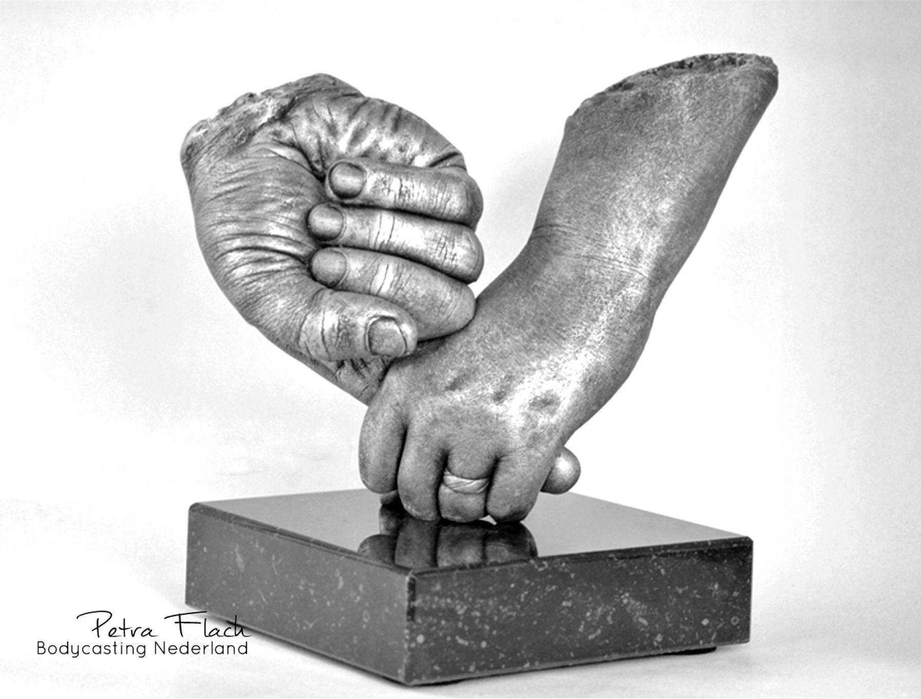 Bodycasting-lifecasting-handen-beeld-handbeeld-3D-handafdruk-gipsbeeld-kunst-art-petraflach