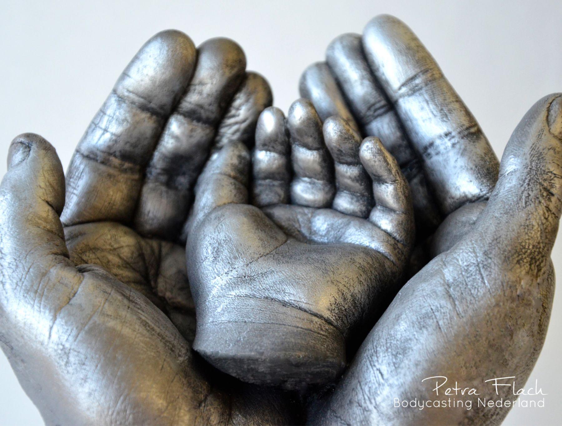 Bodycasting-lifecasting-3D-handen-hands-parents-ouders-beeld-petraflach-reeuwijk-bodycastingnederland-handbeeld-handenkunst-gipsbeeld-handafdruk-gips-hars
