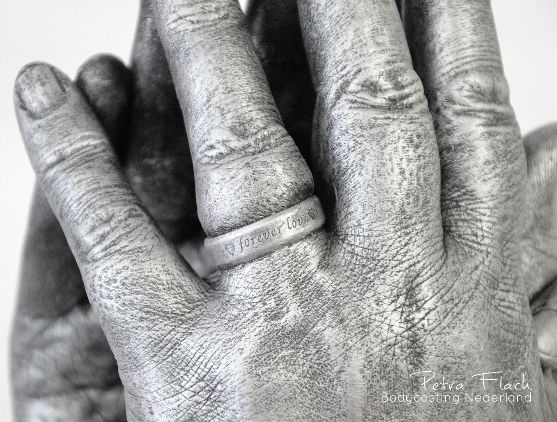 Handbeeld-beeld-handenkunst-bodycasting-lifecasting-handbeeld-handen-3Dbeeld-handafdruk-petraflach-gipsafdruk-ring
