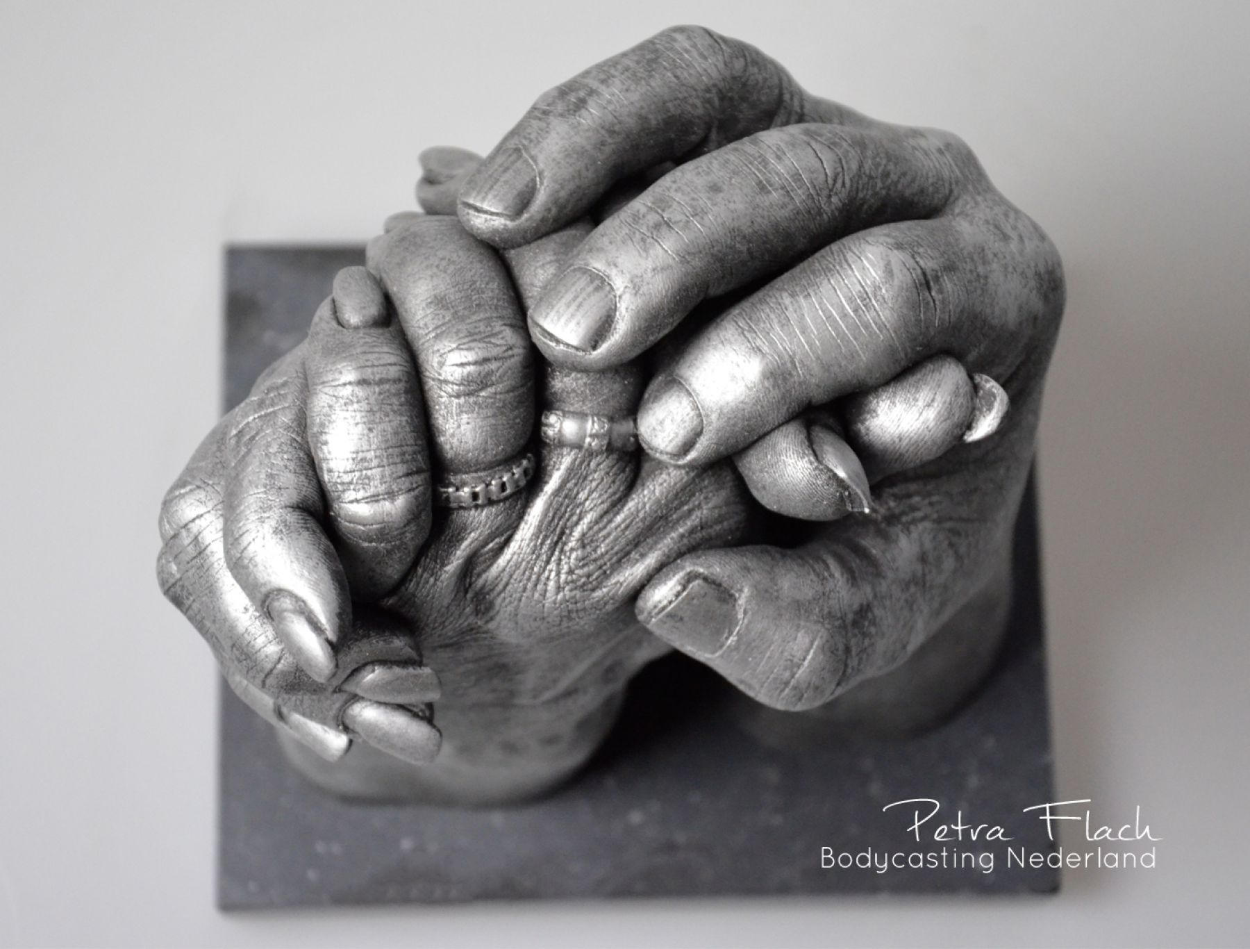 Handbeeld-handen-hands-bodycasting-lifecasting-petraflach-reeuwijk-bodycastingnederland-3Dcasting-gipsbeeld-handafdruk-afdrukhanden-kunst-art