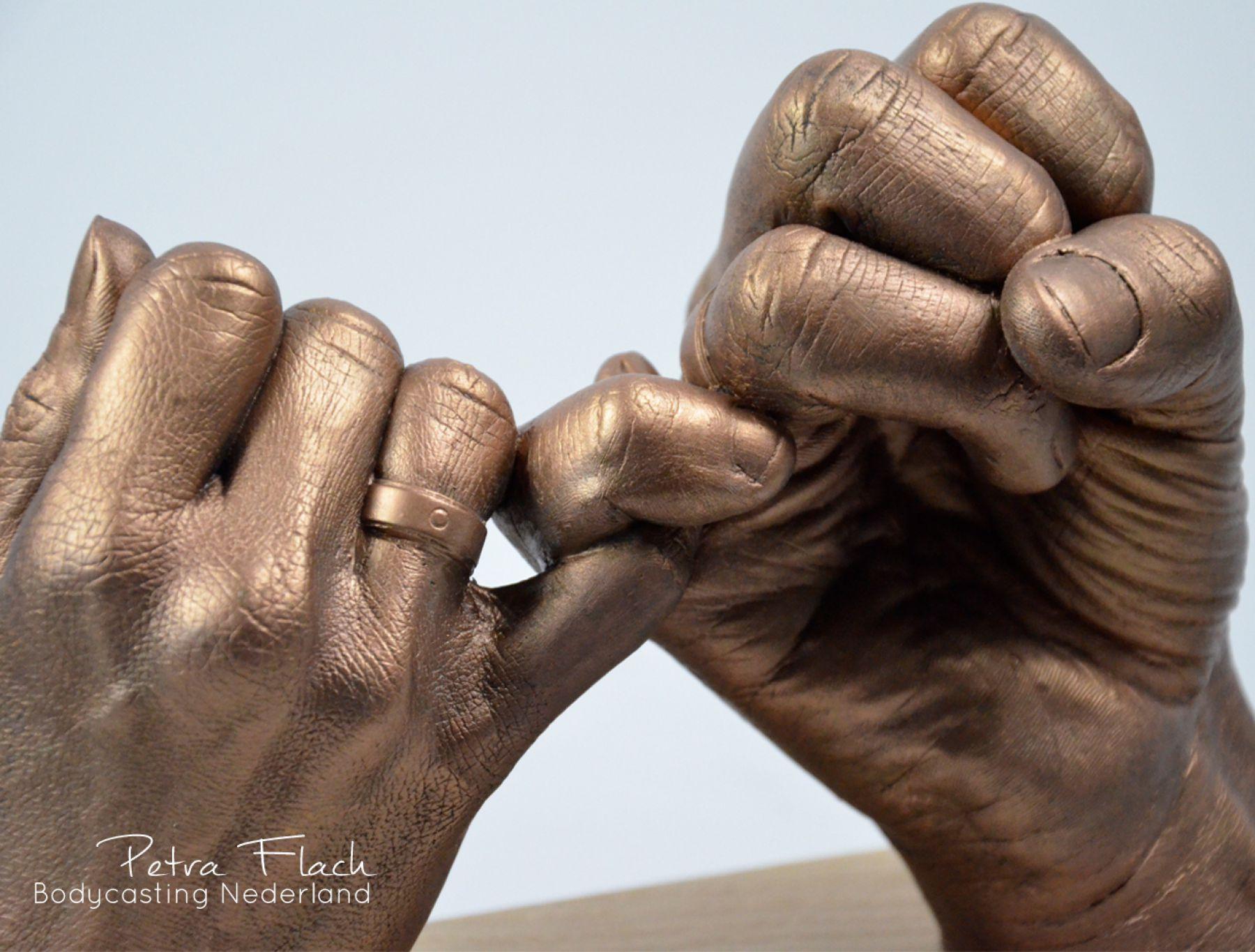 Handen-hands-handbeeld-handafdruk-afdruk-bodycasting-lifecasting-pink-pinky-3dbeeld-beeld-petraflach-kunstwerk-art-reeuwijk-gipshanden