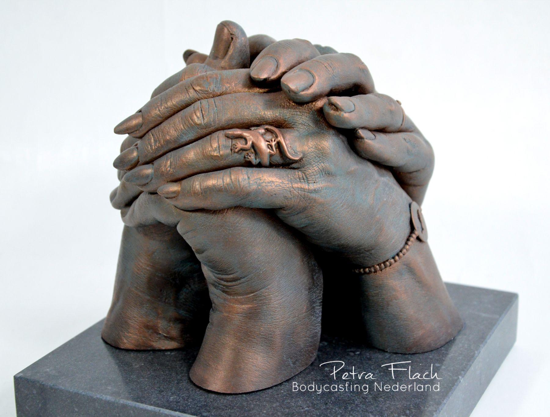 Handbeeld-handen-hands-familie-liefde-love-samen-gezin-family-bodycasting-lifecasting-gips-hars-handafdruk-reeuwijk