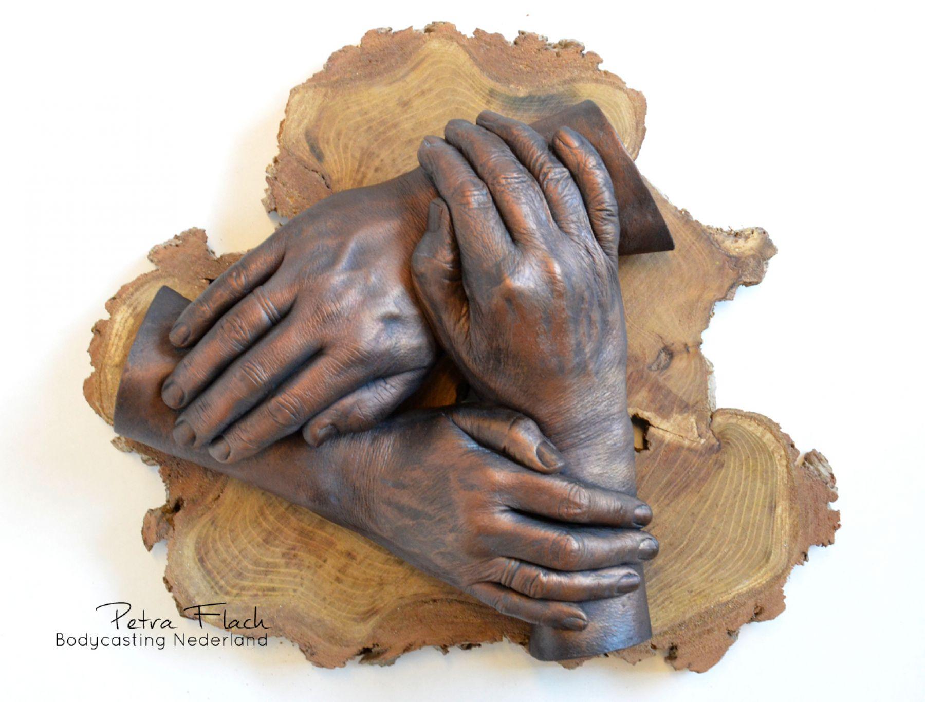 Bodycasting-lifecasting-handbeeld-handen-beeld-krans-handenkrans-petraflach-memorial-aandenken-circleoflife-kunst-art-gips
